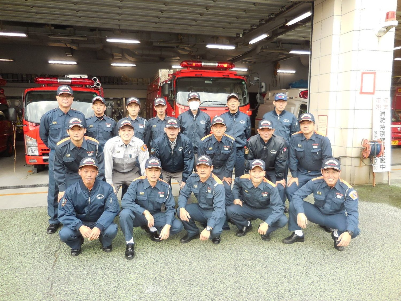 消防時代の仲間と。前列1番右がユウキさん。